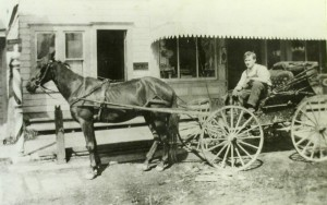 blog - mlk - Horse_and_buggy_(Beaverton,_Oregon_Historical_Photo_Gallery)_(37)
