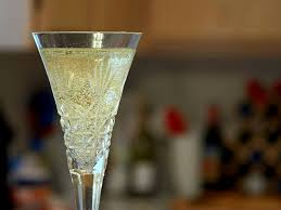 blog - height - bubbles in champagne