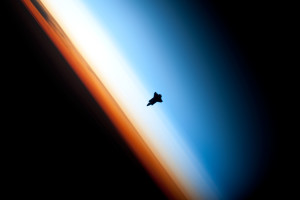 blog - nature space - stratosphere Endeavour_silhouette_STS-130
