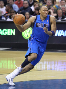 Shawn Marion pivoting to take a shot