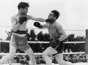 blog - boxing - Boxing_Tournament_in_Aid_of_King_George's_Fund_For_Sailors_at_the_Royal_Naval_Air_Station,_Henstridge,_Somerset,_July_1945_A29806